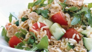 Salata s tunom i integralnom rižom