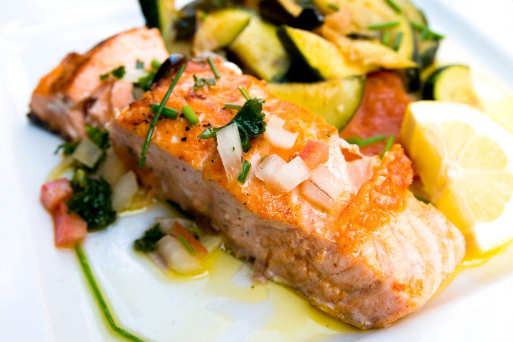 RUČAK – Odrezak od lososa s povrćem s grilla